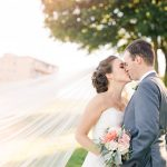 What are the characteristics needed for an amazing wedding photographer?